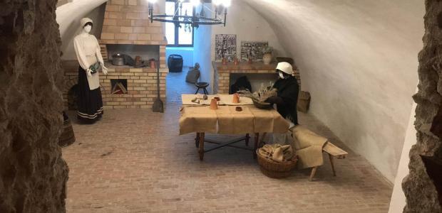 Középkori konyha életképek, új kiállítás a Thury-várban!